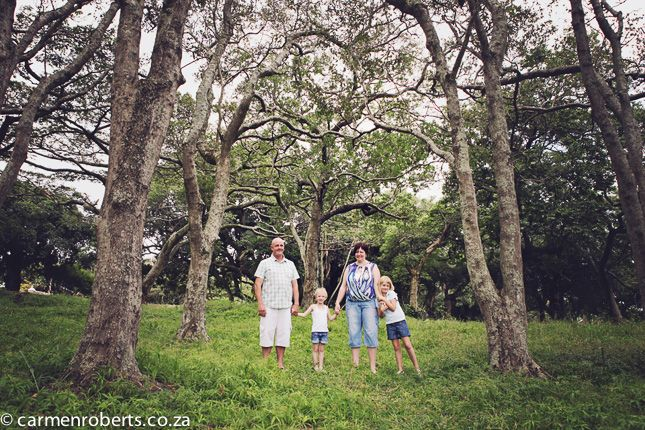 Carmen Roberts Photography, Viljoen Family 2, Family Shoots. Family Shoot under the trees.