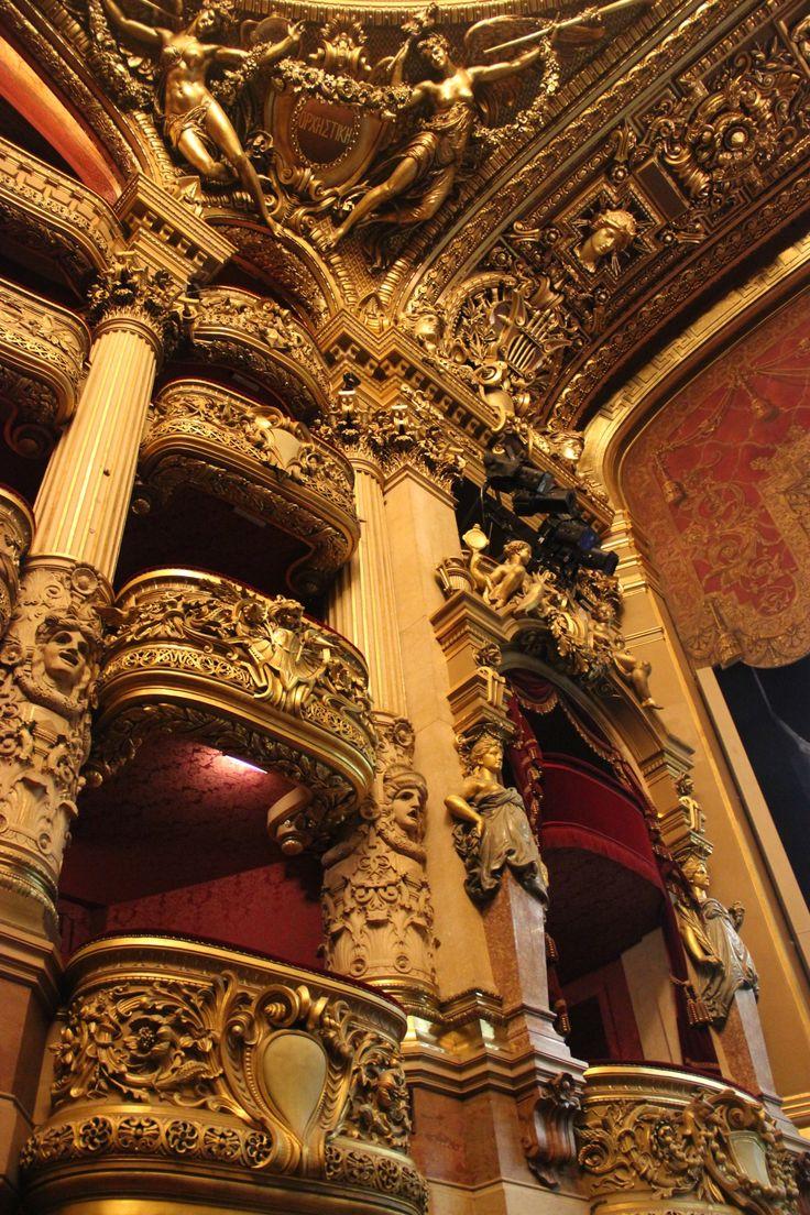 « îci est mon royaume, le monde du rêve et de l'illusion » Oui pour Charles Garnier Grand Escalier et salle devait détacher le spectateur du monde réel et le plonger dans le monde du rêve et de la féérie avant que le rideau ne se lève.