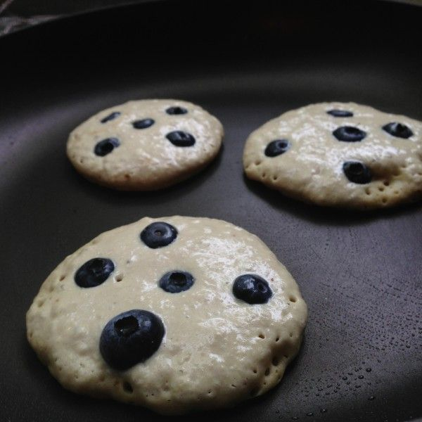 Grain Free Vegan Quinoa Pancakes (grain/gluten/dairy/egg/soy/nut/seed/refined sugar free, vegan, paleo) - Feed Me Rachel
