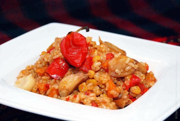 Коричневый рис — превосходный продукт для здорового питания. Огромное содержание микроэлементов, витаминов делает его диетическим продуктом