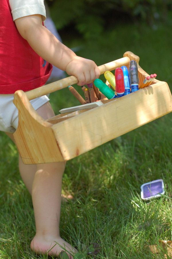 Toddler Art Caddy ~ easy to carry, and lots of tips on what to fill it with!