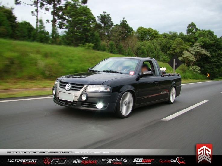 """VW Saveiro Surf G4 preta, rebaixada na suspensão fixa, com rodas réplica Gol Power aro 17"""""""
