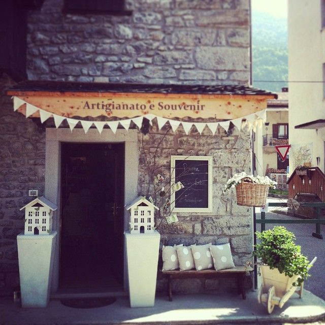 romantic decoration. Il Ricamificio - Forni di Sopra - Italy #store#decoration#wedding#love