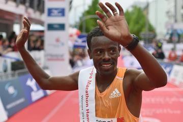 Dechasa holds off Ndiema to win Hamburg Marathon
