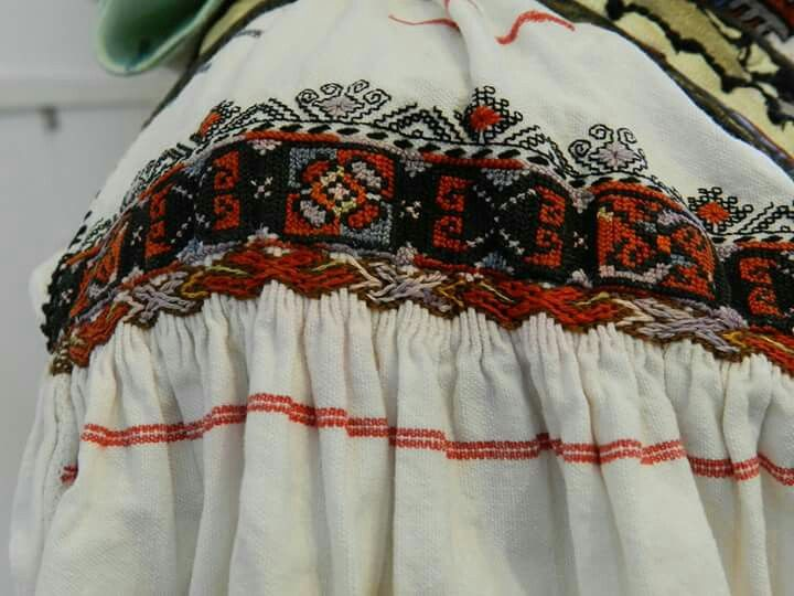 Romanian blouse embroidery