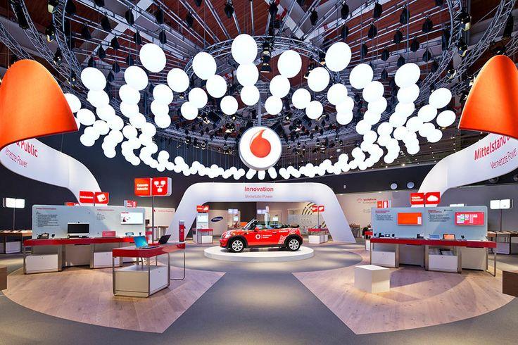 Vodafone definiert sich selbst als Möglichmacher und Impulsgeber für vernetztes Arbeiten. Und genau das soll auch der Messestand von Vodafone auf der CeBIT 2013 transportieren...