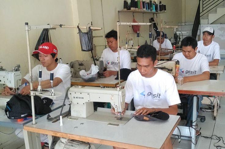 Konveksi Topi Bandung Ruko Linggahara D13 Jl sadang TKI Kopo BandungTelepon/sms/whatsapp : 085227 400400Pin BB : 5A2E5933gesitkonveksi@gmail.com