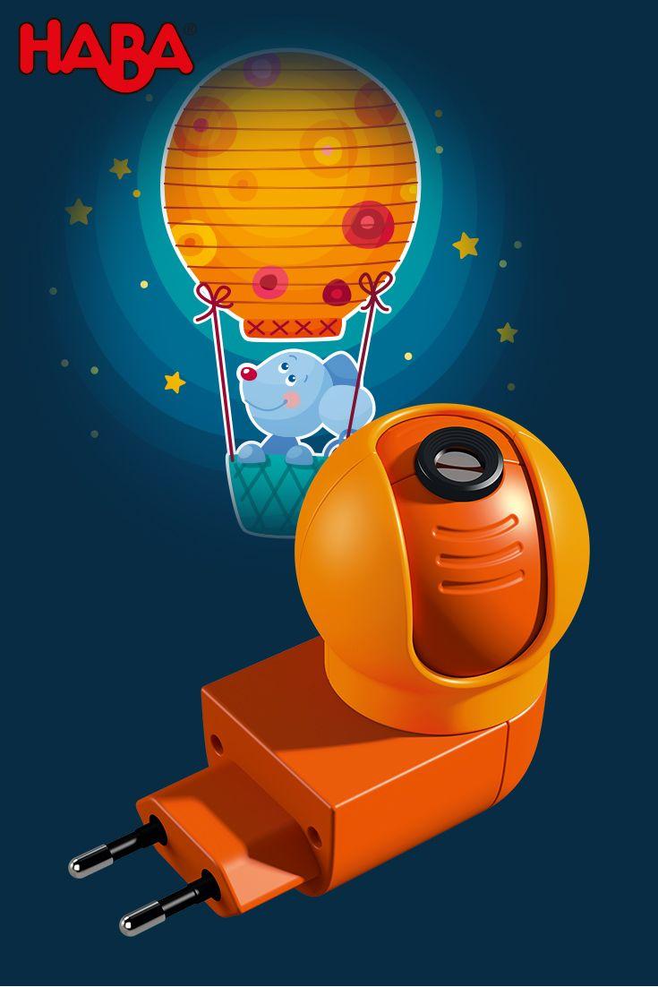 Praktisch! Unser Steckdosenlicht Gute-Nacht-Maus (Artikelnummer 301437) schaltet sich ein, wenn im Kinderzimmer das Licht ausgeschaltet wird. So kann beispielsweise beim nächtlichen Windelwechsel die helle Deckenleuchte ausgeschaltet bleiben und die kleinen Mäuse schlafen anschließend rasch wieder ein.