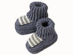 Mi-chaussettes, mi-chaussons : ce modèle joue le confort pour habiller les petits pieds. Présenté dans le numéro de mars 2009 d'Enfant Magazine, il est tricoté en jersey endroit, point mousse et côtes 1/1.
