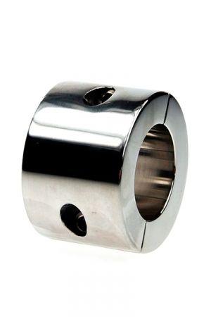 Ball Stretcher 560 grammes en Acier Caractéristiques : - Etirement des bourses - Matière : acier inoxydable lisse - Epaisseur du cylindre : 10 mm - Hauteur du cylindre : 56 mm - Diamètre intérieur du cylindre :     • Taille S : 35 mm     • Taille L : 40 mm - Fourni avec une clé à alenn - Poids : 560 grammes