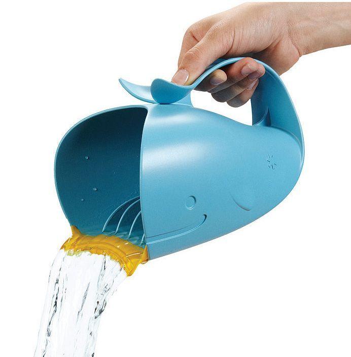Met deze Skip Hop Waterfall Bath Rinser heeft je kindje geen prikoogjes meer tijdens het haren wassen in bad!