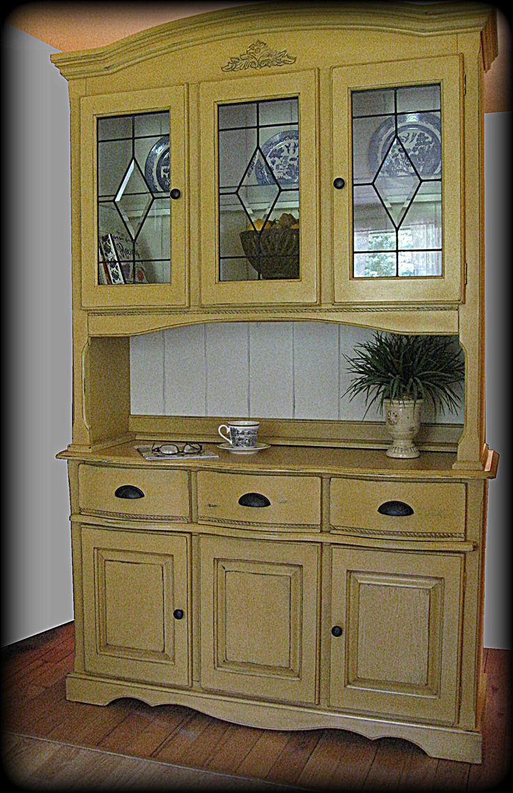 Annau0027s Yellow Farmhouse Hutch