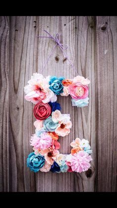 Flower letter as a focal point in the Sam blooms as those on tables. It can be used in the baby room afterwards.