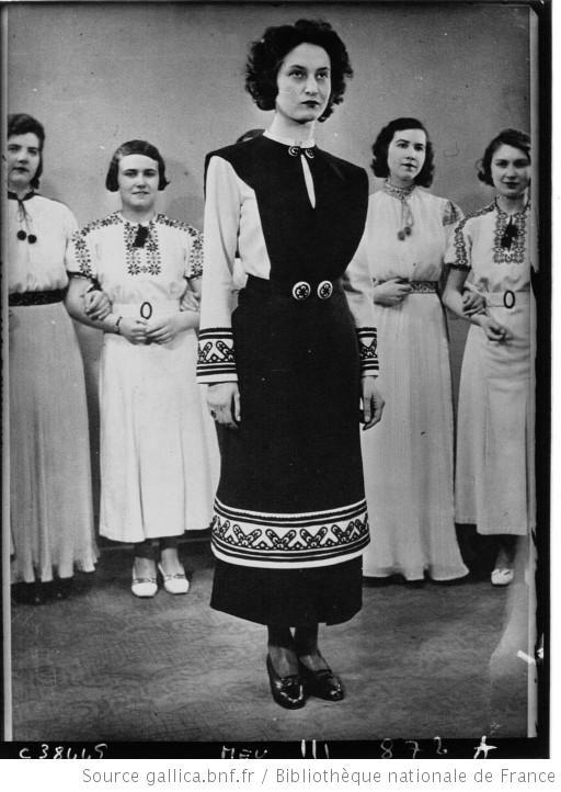 Budapest : le nouveau costume national : [photographie de presse] / Agence Meurisse -diff. par l'Agence Meurisse (Paris)-1934
