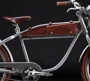 Lo stile retrò va alla grande si sa e le proposte di bici a pedalata assistita ispirate al passato si moltiplicano. Se molti modelli si rifanno alle biciclette d'epoca, altre riprendono forme e linee delle motociclette prodotte nella prima metà del secol...http://cambioenergia.it/ora-le-e-bike-tornano-per-ricordarci-i-primi-del-900/