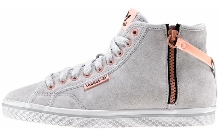 adidas Originals W. Honey Sling Romantic Collection  Prezzo: €75,00 E' il momento della Romantic Collection, seconda tappa del viaggio nel mondo femminile di adidas Originals in esclusiva da AW LAB.  http://www.aw-lab.com/the-lab/adidas-romantic/