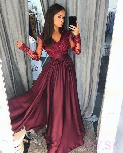 da3e2c901575 Dlhé večerné šaty s dlhým tylovým rukávom ozdobeným čipkou. Saténová ...