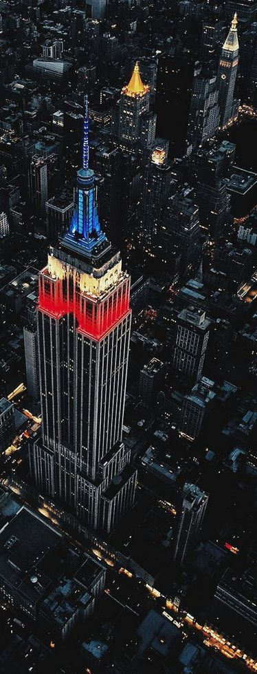 Empire State Building, New York, USA......WHAT A BEAUTIFUL PICTURE OF ONE OF OUR MORE FAMOUS ICONS