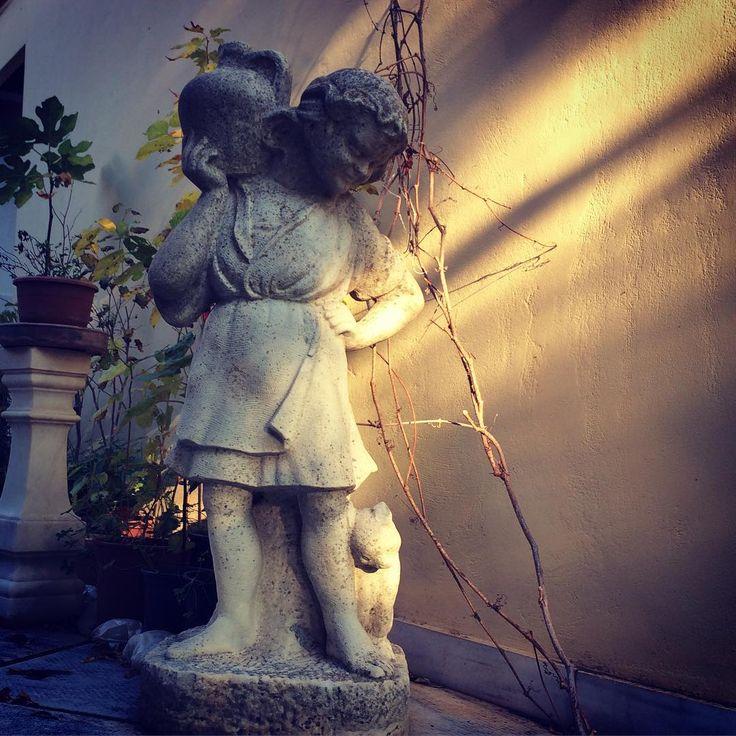 Happy weekend 😄 #antique #handcarved #stone #marble #sculpture #litlegirl #cat #antiqueshop #collectibles #fineart #architecturalantiques #homedecor #farmhousedecor #antiquefinds #tinos #athens #attica #greece #happyweekend #interiordesign #garden #statue #sunlight