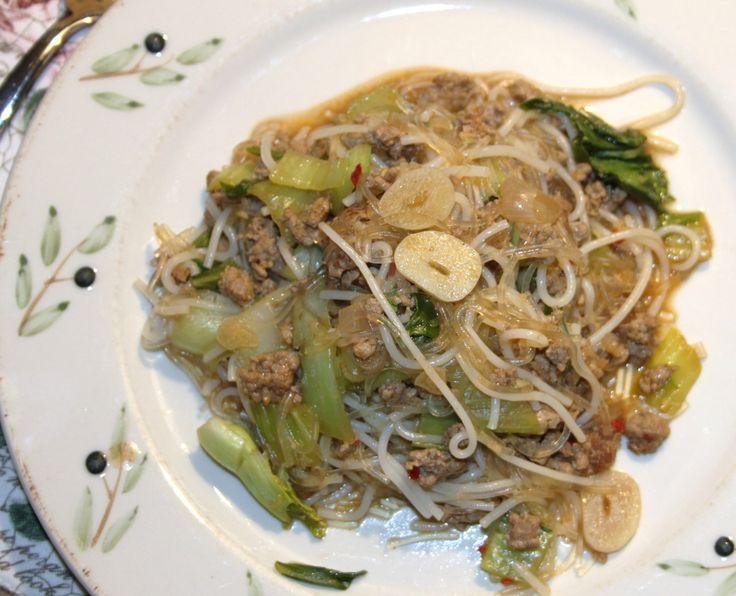 Den første ret, vi lavede med nogle af de lækkerier, jeg købte hos Thai Binh i onsdags var endnu en wokret med risnudler. Svinekød krydret med det aromatiske, kinesiske five spice krydderi og med i…