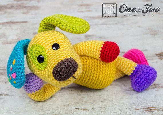 Scrappy el Amigurumi perrito feliz arco iris por oneandtwocompany