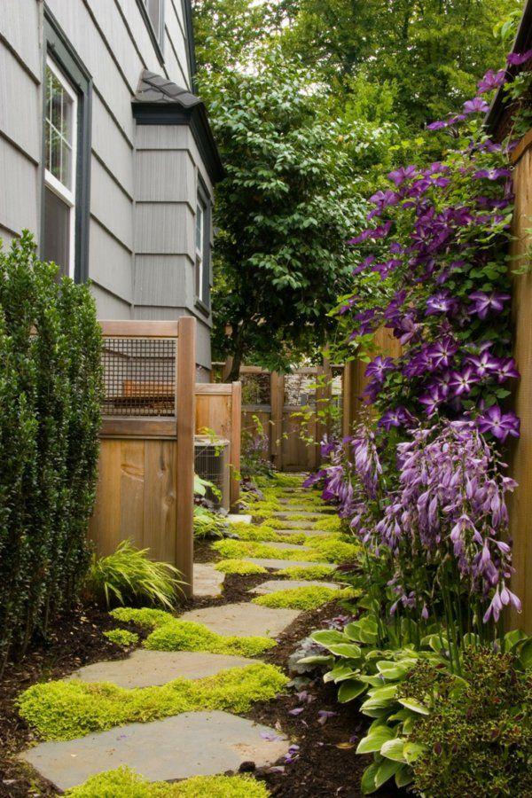 allées de jardin en pierre et mousse verte