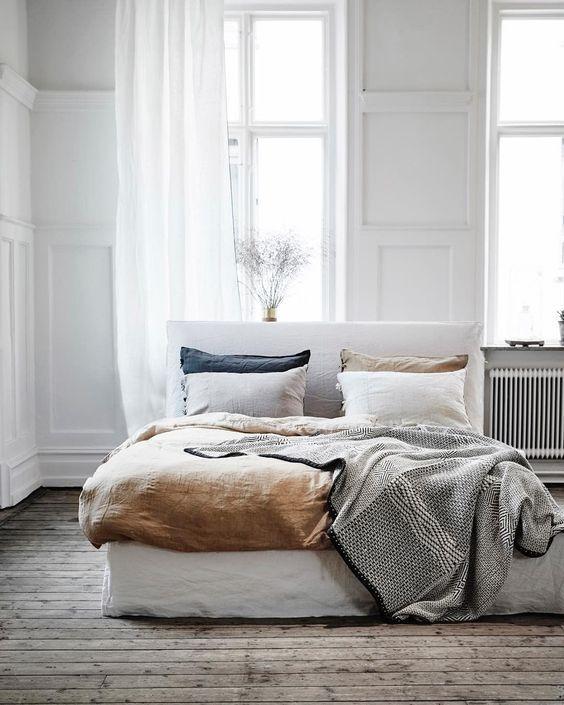grått beige sovrum