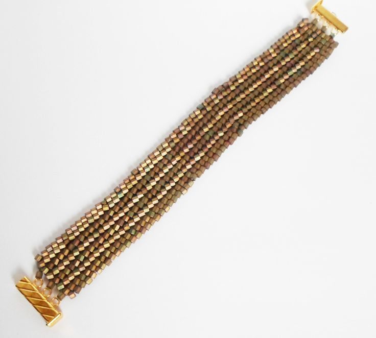 3008 Bracelet with hexagonal beads by Darlene Pfahl