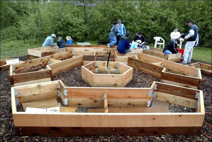 Super raised garden bed design