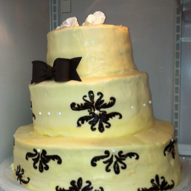 Amy Kessinger of Louisville Ky student of Sullivan culinary school made my daughters wedding cake . It was horrible it looked nothing like the picture we sent her.  The flavors were wrong and it was leaning like the tower of Pisa.  The cake fell apart as it was being cut. Totally a nightmare wedding cake.  We had a contract in which she did not uphold.  And sadly enough we would not return any of the money!!  Take a lesson always do your research and just because she is school for something…