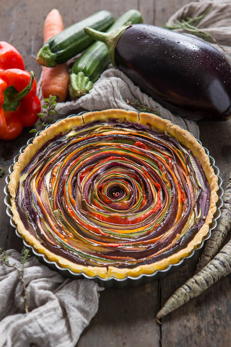 vegan #glutenfree VEGETABLE SPIRAL TART with eggplant zucchini carrots pepper | torta salata di verdure a spirale senza glutine senza uova senza burro #vegan con carote zucchine peperoni melanzane
