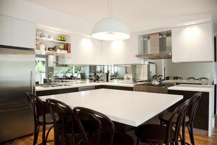 Mirrored splashback! Opening up the space and creating an illusion of a bigger space