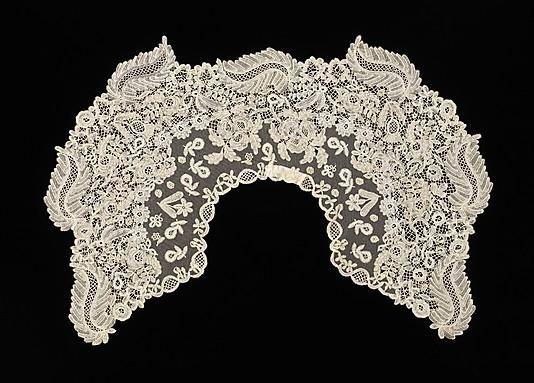 В конце 19 века в моду вошли воротники 'Берта', которые лежали на плечах и частично на пышных рукавах (такой фасон рукава называли 'баранья ножка'). Главным отличием таких воротников была ширина, иногда они по размерам скорее походили на пелерину, чем на воротник. Чаще всего воротники 'Берта' делали из кружева или прозрачных тканей. 1890-99 г. Бельгия. 1890-е г. Ирландия. 1890 г. Бельгия.
