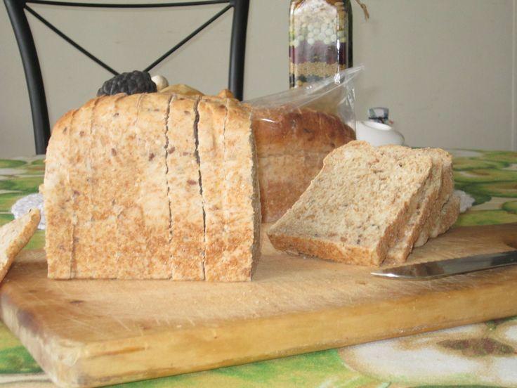 Pan integral de ocho granos elaborado con masa madre