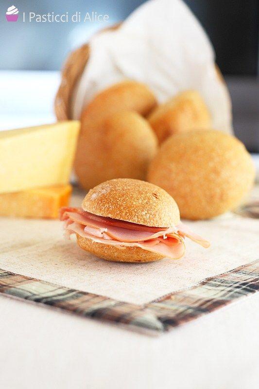 I Panini Sofficissimi sono preparati senza burro e senza uova e nonostante ciò, sono soffici davvero! Questo perché c'è un ingrediente segreto...