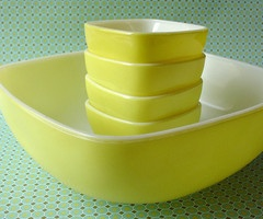 yellow pyrex bowls Perfect on a summer day for my mom's macaroni salad recipe with tuna, cheddar, green olives, onions and miracle whip. It would look so pretty in the bowl.