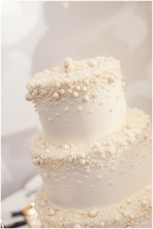 Wedding cake with Pearls! Goes with everything!