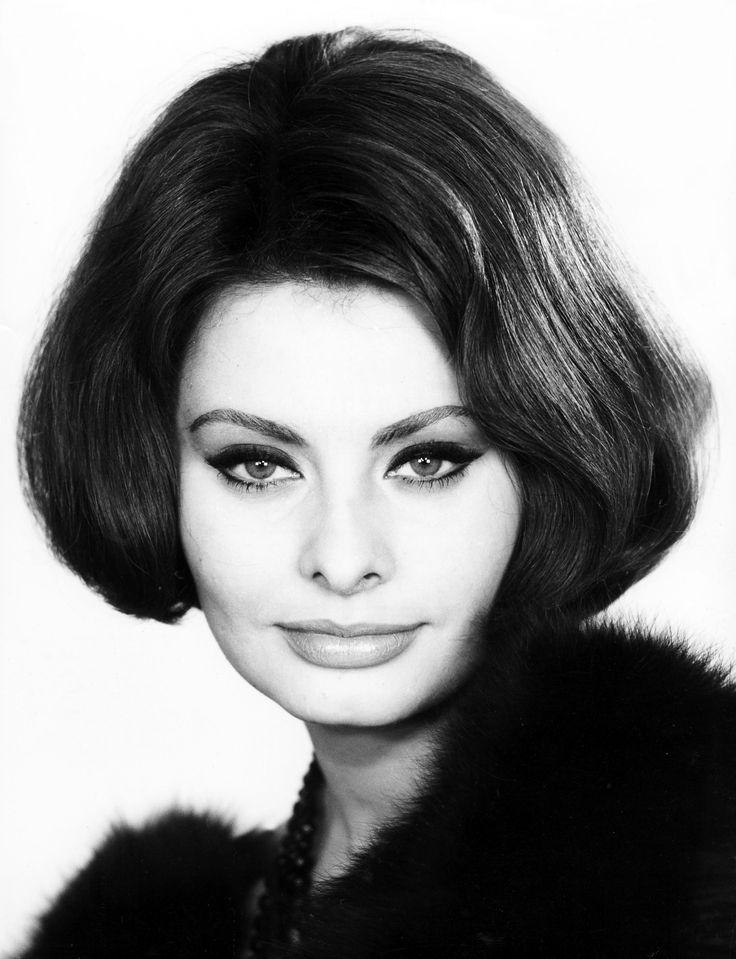 SOPHIA LOREN - Sophia Loren, nome d'arte di Sofia Villani Scicolone (Roma, 20 settembre 1934), è un'attrice e cantante italiana.