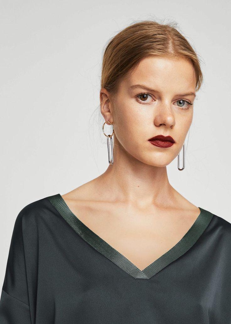 Blusa decote em v (cinza): MANGO (17,99€)