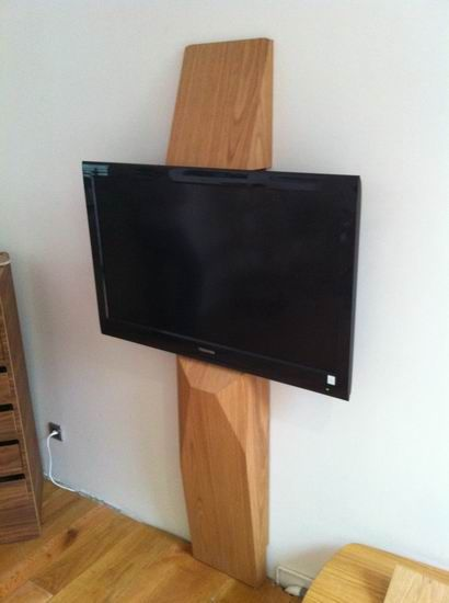 L'Edito support TV design