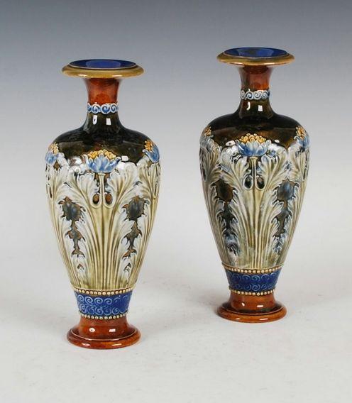 Par de vasos Royal Doulton, art nouveau, datados 1907, 26,5cm de altura, 1,570 reais / 520 euros / 690 usd https://www.facebook.com/SoulCariocaAntiques?ref=hl