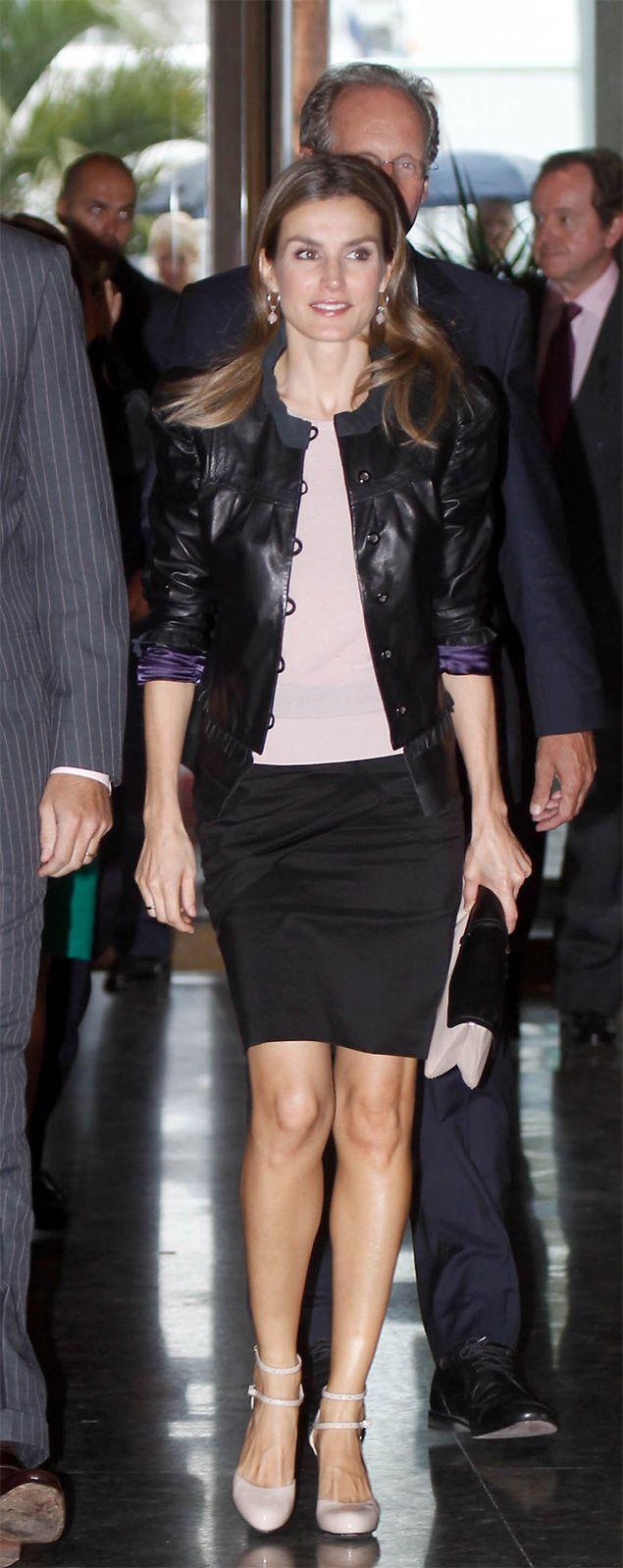 Vota el look: Letizia Ortiz en cuero y rosa palo