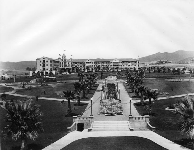 """Will Rogers Park opened in 1915 as the first municipal park in the Beverly Hills, at that time called Sunset Park. In 1926, entertainer Will Rogers was appointed first """"Honorary Mayor"""" of Beverly Hills and in 1952 the City renamed the Park, Will Rogers Memorial Park."""