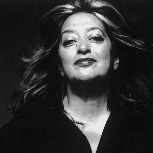 Η Zaha Hadid, η πρώτη γυναίκα που κέρδισε το βραβείο Αρχιτεκτονικής Pritzker το 2004, σχεδίασε και υλοποίησε σπουδαία αρχιτεκτονικά έργα, αναγνωρίσιμα από τις γλυπτικές τους φόρμες. Η αγάπη της για το design την οδήγησε να σχεδιάσει εσωτερικούς χώρους, έπιπλα και αντικείμενα. Η FLOW της Serralunga είναι σχεδιασμένη από την Zaha Hadid, εντυπωσιακή και μοναδική όπως τα κτίρια της, για να κυριαρχήσει με την ρευστή μορφή της στο χώρο που εσείς θα επιλέξετε.