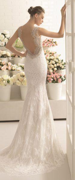gefunden bei HAPPY BRAUTMODEN         Brautkleid Hochzeitskleid elegant edel spanisch Aire Barcelona AireBarcelona fließender Rock Spitze tiefer Rücken
