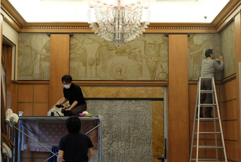 [Salon] Cleaning the murals by Henri Rapin, probably their first restoration in eighty years.