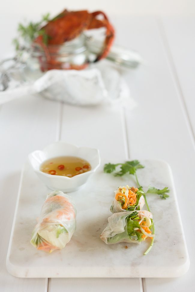 Rollos frescos de ensalada con salsa vietanamita