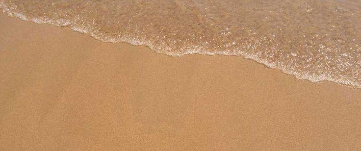 <p>Seid gespannt auf den schönsten Lissabon Strand. Wir verraten euch, wo es glasklares Wasser und feinsten Sandstrand in Portugals…