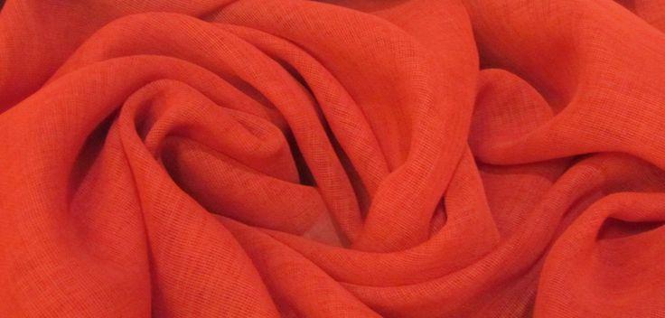 У нас можно заказать ткани. Каталог на сайте http://modnieokna.moscow/