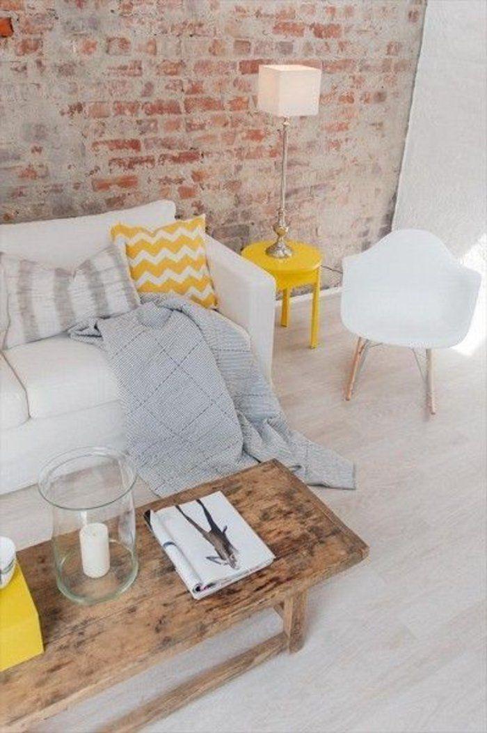un joli canapé blanc avec coussin jaune, meuble scandinave pas cher